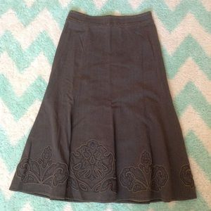CABI style 402 distressed olive appliqué skirt XS